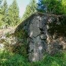 Pěchotní srub K-Am-S 39 Hodek cestou v lese patří k objektům tvrze Adam, která je veřejnosti nepřístupná.
