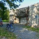 Pěchotní srub K-S 38 U křížku - zde se odpojujeme z cyklotrasy a míříme skrz les do osady Vítanov