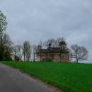 Kostel sv. Matouše stojí osamělě na kopci nad Deštným, v cca 720 nadmořských metrech. Ještě donedávna ruina, postupně se opravuje. U kostela starý německý hřbitov. Zajímavá historie.