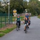 Mezitím Jára s Janou a dětmi vyrazili z Hulína a mají to do Kroměříže přesně 8 kilometrů .
