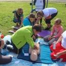 Na jiném stanovišti si děti vyzkoušely masáž srdce