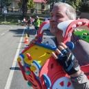 Luděk si vyzkoušel dětskou hračku a dělal autíčko - že by ještě účinkovaly ty brýle? :-)