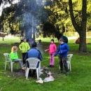 Ráno byla pěkná kosa a tak Luděk zažehl oheň a poslal děti pro dřevo.