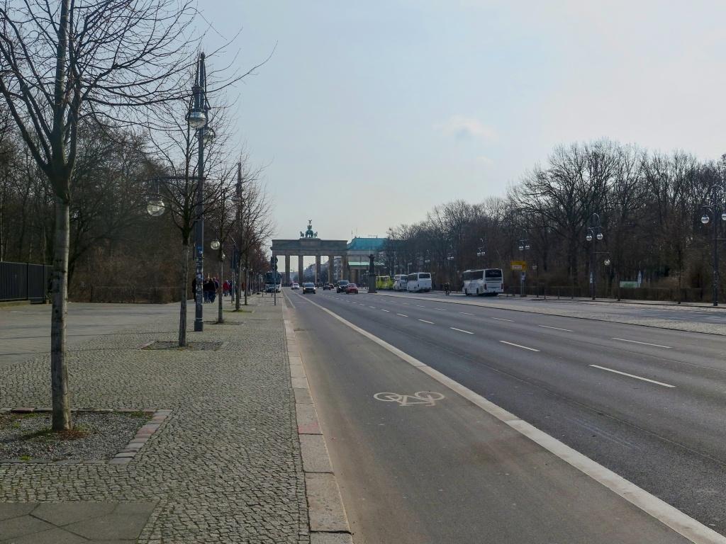 A kousek od něho už vyčuhuje Braniborská brána, neboli Brandenburger Tor