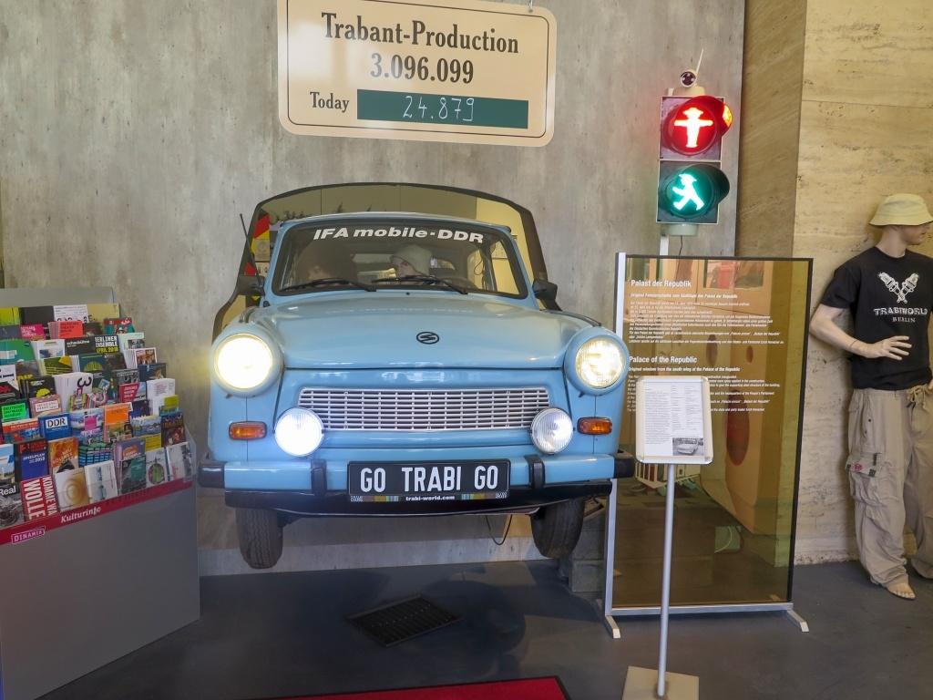 Bývalé východní Německo, to znamená i auto Trabant. Zašli jsme do speciálního muzea.