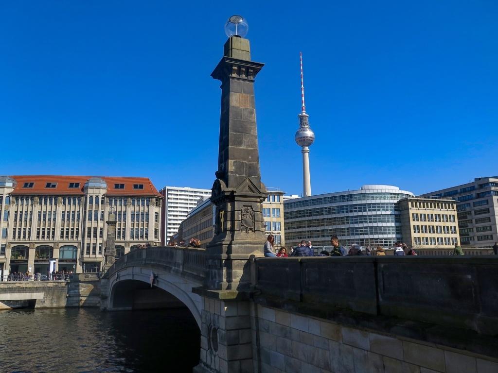 Friedrichsbrücke s TV věží