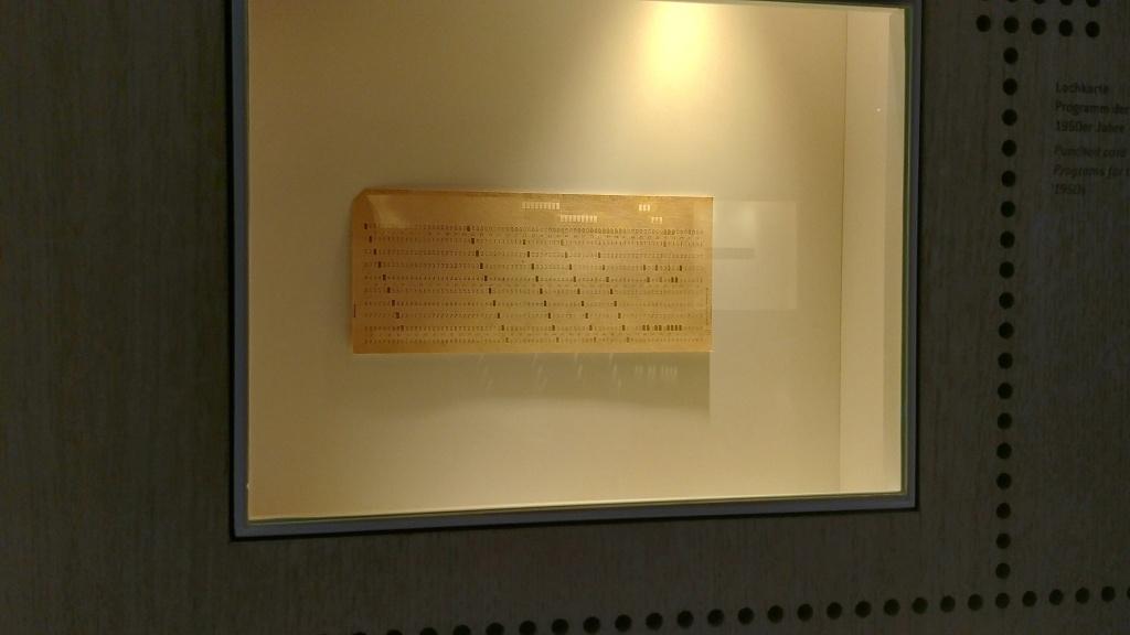 Děrné štítky patřily k prvním záznamům dat, kdo je ještě pamatuje?