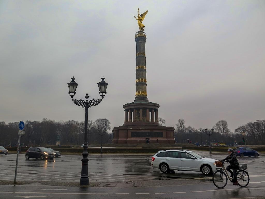 Vítězný sloup stojí na kruhovém objezdu a je v podstatě symbolem válek za sjednocení Německa. Je z roku 1873, takže to byly války prusko-rakouské, prusko-francouzské a dánsko-německé.