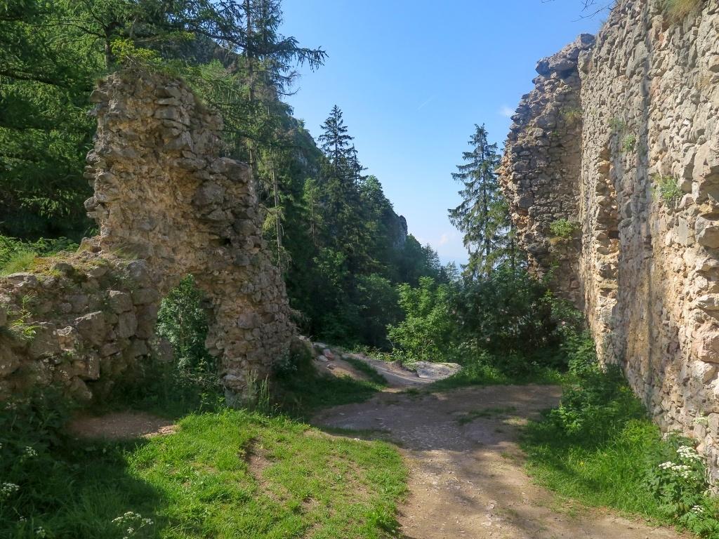 Na bývalém hradě Vršatec