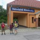 Krátce po poledni jsme vystoupili z vlaku ve Valašských Klobukách.