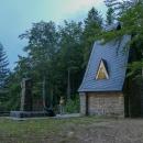 Hložecká kaple. To černo nalevo je od bouřky