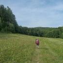Stoupání na hřeben Vizovické vrchoviny, před námi Suchý vrch (693 m), další (nižší) brácha našeho domácího Sucháku :-)