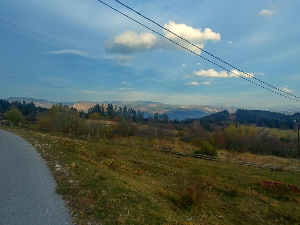 A v dálce už bylo vidět hluboké údolí Driny