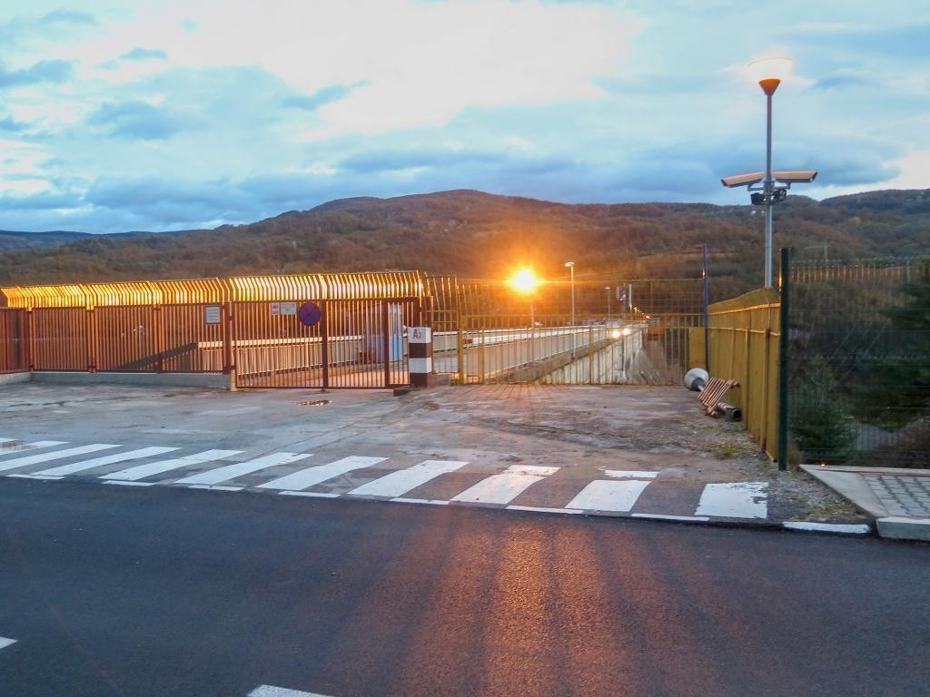 Jedno špionážní foto přehrady (na Balkáně bývá na hrázi přehrad focení zakázané)
