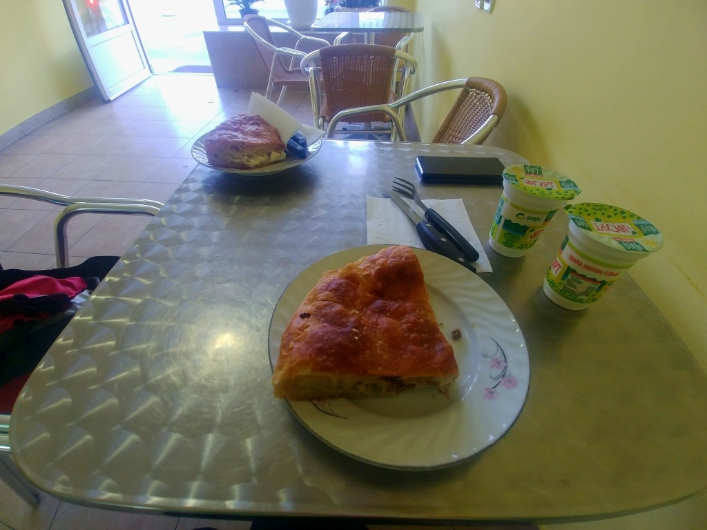 Prosíme jeden masový a jeden sýrový burek a dva jogurty :-) (tohle mi fakt bude chybět)
