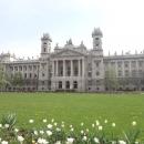 Hned naproti parlamentu (na druhou stranu od řeky) stojí Etnografické muzeum