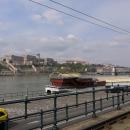 Budínský hrad. Budapešť může svojí polohou LEHCE připomínat Prahu, moje rodné město, takže města rozkládající se na kopečkách s protékající řekou mají pro mě silnější atmosféru, vnímám je jako hezčí.