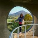 Je to taková zvláštní stavba, ale za vidění stojí. Výhled na Růžovský vrch.