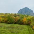 A hned první ráno (pondělí) se vydáváme na první výlet - naším cílem bude hora Bořeň. Je to takový pěkný kamenný šurt trčící do 539 m n.m.