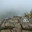 Vrcholek - mraky evokují atmosféru jako na někde na Lomnickém štítu :-)