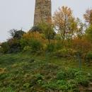 Důkaz, že ta hradní věž netrčela přímo z toho zámku.