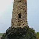 Z hradu toho mnoho nezůstalo a ani se do věže nijak nedá dostat.
