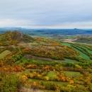 Pohled z Oblíku směrem dál - Srdov a Brník (tam půjdeme). Jmenovat ty další kopce bych už se jen opakovala.
