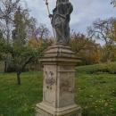 Ještě pár fotek z Granátky. Sv. Mikuláš stojící odnepaměti na zahradě byl opraven a obdržel novou berlu.