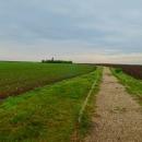 No a druhá zastávka byl keltský menhir mezi obcemi Klobuky a Telce.