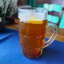Luďkovo piwo grzane (čti: pivo gřáné), neboli svařené pivo s citronem a skořicí :-) V chladných dnech, když se na chatu dorazí v promočeném stavu, to i k chutu přijde... Dnes ale bylo teplo a slunečno.