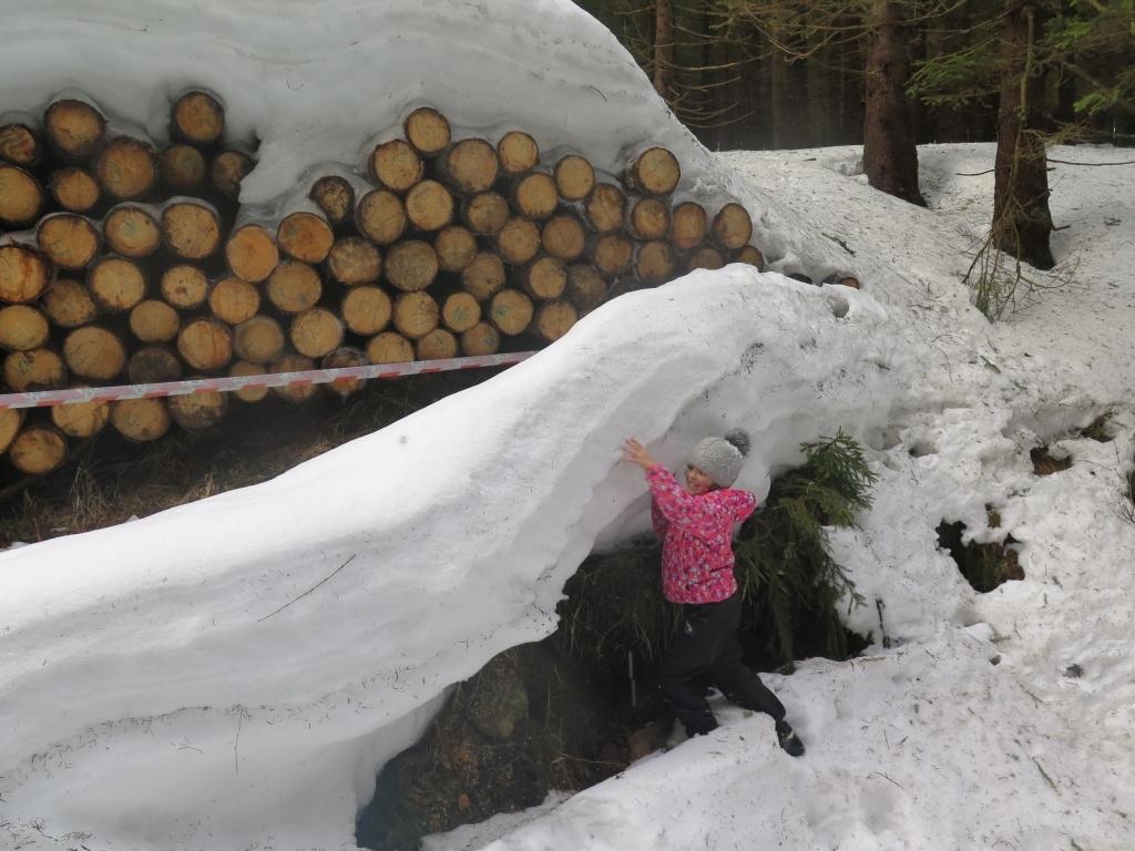 Sníh děti baví