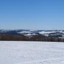Před námi Uhlířský vrch s kostelíkem - to si ještě myslíme, že tam dojedeme.