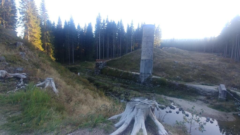 Protržená přehrada je známé místo v Jizerkách, tak snad uvedu jen letopočet, kdy k protržení došlo, bylo to v roce 1916...