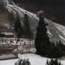Už večer bylo vidět, že v Desné moc sněhu není, ráno ovšem pohled z okna hotelu ukázal toto. To mám za to, že jsem si přála, aby jednou bylo u nás víc sněhu než v Jizerkách :-)