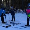 Víťa dětem ochotně maže lyže