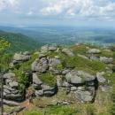 Polední kameny, vlevo dole bylo malé tábořišťátko, bylo tam i ohniště.