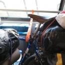 Vychytávka! Většinou jsme zvyklí, že nás nutí kola zavěsit na háky, tady se naopak počítalo s tím, že kola budou opřená.