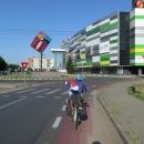 Cyklostezka příjemně překvapila svým pokračováním i ve městě.