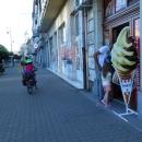 A dokonce tu mají českou zmrzlinu! Byla jsem z toho tak vykolejená, že když jsem šla vedle do lékárny koupit krém na opalování, vyhrkla jsem, že potřebuji ice cream místo sun cream :-))))
