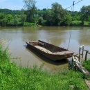 Pohodová cesta podél řeky Mureš se měla brzy napojit na hlavní, takže bylo potřeba vymyslet alternativu. Na mapě byl kreslený přívoz a i v terénu na břehu to tak vypadalo. Bylo tam však jen telefonní číslo... :-)