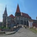 Korvínův hrad v Hunedoaře je krásný. Jinak je město ošklivé, silně průmyslové.
