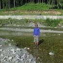 Víťa testuje nepromokavé fusekle, které jsem dětem (ale i nám) kvůli rumunským horám zakoupila.