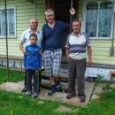 Ivan je ten na fotce vlevo, ten starší napravo je jeho soused. Uprostřed Luděk