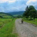 Zakarpatské oblasti se najednou domy zdály chudší, silnice ještě záplatovanější, obchody mizernější.