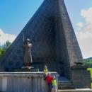Já s dětmi u památníku československého armádního sboru