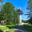 Dukelský průsmyk má pouhých 502 metrů nad mořem, ale nutno přidat dalších padesát k muzeu a vyhlídkové věži...