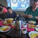 Teplé snídaně, obědy a večeře neměly chybu!
