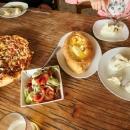 Chinkali, adžárské chačapuri a pizza