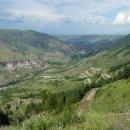 Poslední pohled do údolí, vlevo stěna skalního města Vardzia