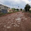 Směr Arménie. O co větší a monstróznější byla cedule, o to horší byla cesta. Úsek bez asfaltu měřil asi 15 kilometrů.
